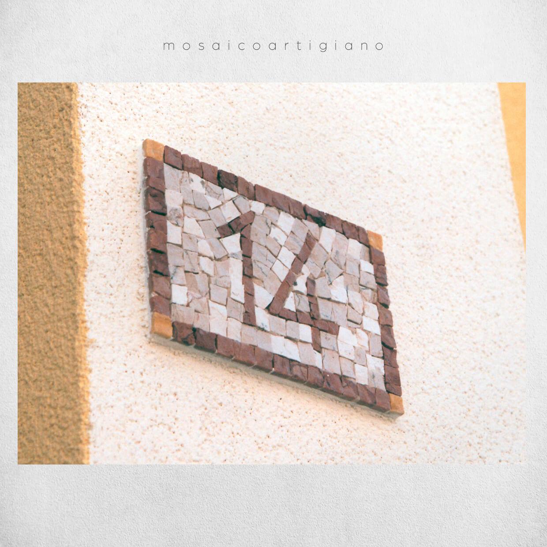 mosaico-parietale-numero-civico-4